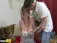Video de incesto sobrinho chupando e fodendo a tia peitudaa